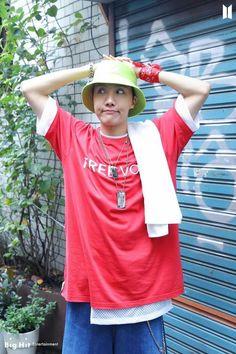 Foto Bts, Bts Photo, Jung Hoseok, Gwangju, Mixtape, Rapper, Bts Season Greeting, Min Yoonji, Korean Boy