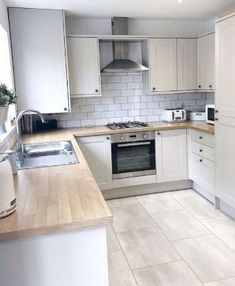 15 New Ideas Diy Kitchen Worktop Decoration Grey Flooring, Kitchen Flooring, Kitchen Cabinets, Kitchen Backsplash, Oak Cabinets, Wood Effect Kitchen Worktops, Flooring Ideas, Tile Floor Kitchen, Old Kitchen