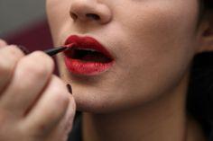 5 dicas para fixar o batom nos lábios - Beleza