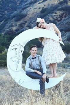 Ziegfeld Paper Moon and Bench Photo Booth