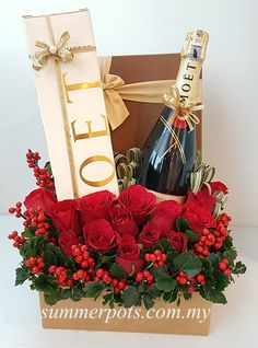 Champagnes are the best drink for every Christmas party - be it a morning brunch or an evening date. Check out our Christmas box that includes 1 bottle of Champagne Moet and Chandon Imperial and flowers. *Delivery available 7 days a week. Christmas Flower Arrangements, Christmas Flowers, Christmas Wine, Christmas Gift Box, Christmas Hamper, Creative Gift Baskets, Wine Gift Baskets, Creative Gifts, Flower Box Gift