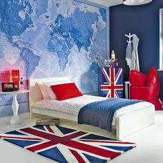 British-themed boy's bedroom!!!  Choose a colour scheme for your boy's bedroom that they won't outgrow. This funky red, white and blue room will be a hit with everyone from children to older teens. Love the wall mural x
