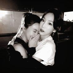 taeyeon and yeri Girls Generation, Girls' Generation Taeyeon, Seulgi, Kpop Girl Groups, Kpop Girls, Exo Red Velvet, Eunji Apink, Living In Dubai, Kim Tae Yeon