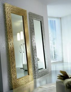 Elegante espejo vestidor de la colección ARIA realizado en metal decorado a mano