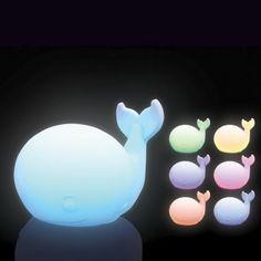 Change de couleur  Design doux et apaisant  Fonctionne avec 3 piles LR06     #veilleuse #lampe #lamp #lamps