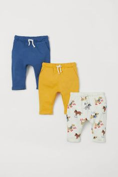 Pants in soft cotton jersey. Covered, elasticized waistband with drawstring, side pockets, and sewn foldover cuffs. One pair with printed pattern. Baby Girl Pants, Boys Pants, Baby Boy, Toddler Outfits, Boy Outfits, World Of Fashion, Kids Fashion, Dogs And Kids, Khaki Green