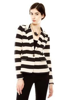 must needs a striped blazer in my life.