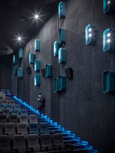 Should there be a spectacle before the show? Home Theater Room Design, Home Cinema Room, Home Theater Rooms, Theatre Design, Office Interior Design, Interior Exterior, Home Theater Lighting, Auditorium Architecture, Auditorium Design
