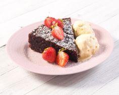 Mutakakku on yksi suosituimpia ja helpoimpia gluteenittomia leivonnaisia. www.vuohelanherkku.fi/reseptit/mutakakku #gluteeniton #vuohelanherkku #resepti Acai Bowl, Cheesecake, Menu, Pudding, Breakfast, Desserts, Recipes, Food, Drink