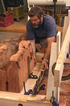Yes, that is Nick Offerman doing stuff with his hands and it makes him very attractive to a girl like me. Router Jig Turns Stumps into Beautiful Side Tables - Fine Woodworking Article Woodworking Articles, Woodworking Techniques, Woodworking Jigs, Woodworking Projects, Carpentry, Wood Jig, Wood Slab, Log Furniture, Furniture Making