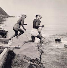J. Baylor Roberts, Diving for Agar-agar (Seaweed), Sagami Bay, Japan, c. 1949