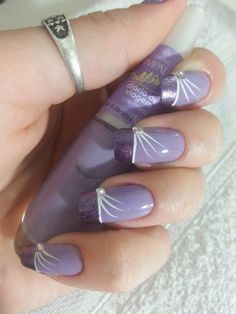 Here are the best nail polish you can use right now, they are very cheap to buy and gives the finger gorgeous look than ever. no matter what type of finger nails you have there is a polish that fits that nail and you will find it her. Nail Art Designs 2016, Simple Nail Art Designs, Trendy Nail Art, Easy Nail Art, Fancy Nails, My Nails, Nagellack Design, Bride Nails, Manicure E Pedicure