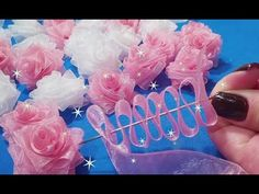 Flor RN encantada - Free Online Videos Best Movies TV shows - Faceclips Diy Lace Ribbon Flowers, Making Fabric Flowers, Ribbon Flower Tutorial, Tissue Paper Flowers, Cloth Flowers, Ribbon Art, Diy Ribbon, Ribbon Crafts, Flower Crafts