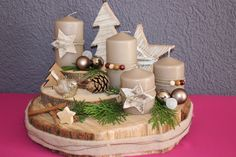 Christmas Wood Crafts, Christmas Table Decorations, Christmas Mood, Decoration Table, Candle Arrangements, Advent Candles, Advent Wreath, Deco Table, Diy Crafts To Sell