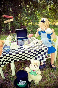 Partiu Festa do chá? Linda Alice no País das Maravilhas. #fofura #fotografia