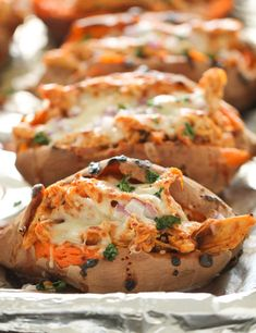 Healthy and delicious BBQ Chicken Stuffed Baked Sweet Potatoes. Everyone loves these soft baked potatoes filled with BBQ chicken, mozzarella cheese, red onion and cilantro. Sweet Potato Bbq, Loaded Sweet Potato, Queso Mozzarella, Dinner Recipes, Dinner Ideas Healthy, Dessert Recipes, Food And Drink, Cooking Recipes, Cooking Cake