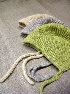 Sweet vintage-style baby hat with a little brim & ear flaps. D a n c e s W i t h W o o l: Pikku-Pete Love Knitting, Baby Hats Knitting, Knitting For Kids, Knitting Projects, Knitted Hats, Baby Hat Patterns, Knitting Patterns, Crochet Patterns, Diy Bebe