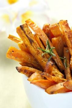 White House Recipe: Crispy Sweet Potato Fries with Baby Tomato Ketchup Spicy Sweet Potato Fries, Sweet Potato Recipes, Potato Fry, Potato Chips, Airfryer Sweet Potato Fries, Baked Potato, Healthy Snacks, Healthy Eating, Healthy Recipes