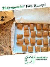 Karamellbonbons Karamell Bonbons Caramel candies Caramel candies from Dreibubenhaus. A Thermomix ® recipe from the Desserts category www.de, the Thermomix ® community. Bonbon Caramel, Caramel Candy, Caramel Fudge, Lemon Desserts, Dessert Recipes, Thermomix Desserts, How To Eat Paleo, Cookies Et Biscuits, Toffee