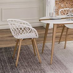 Append an elegant and stylish manifestation to your indoor decor by choosing this Jamesdar Kurv White Arm Chair with Natural Wood Legs. Dining Chair Set, Dining Room Chairs, Ikea Chairs, Desk Chairs, Kitchen Chairs, Cafe Industrial, Black Armchair, Metal Chairs, Black Chairs