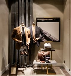 Massimo Dutti Windows 2015 Fall, London – UK » Retail Design Blog. Visual merchandising. VM. Retail store display window. Men's clothing and accessories.