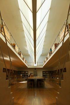 Álvaro Siza Vieira, Manuel Cassetti · Faculdade de Arquitectura - Biblioteca · Divisare Stairs, Architecture, Interior, Home Decor, Conan, Thesis, Notre Dame, Portugal, Collection