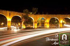 Recorrer las calles de #Morelia será un agradable recuerdo que perdurará en tu mente, si lo haces de noche descubrirás lo hermoso que luce el centro histórico! Ven y quédate con nosotros #SéBienvenidoAquí