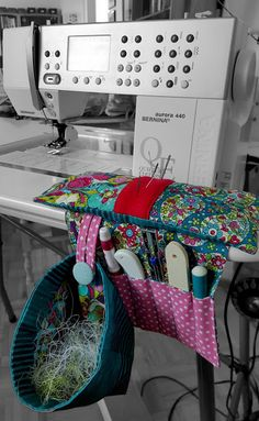 It's always a struggle to deal with all those threads and tiny scraps of  fabric that appear when your making a special projects...this is a super  idea!