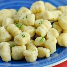 Gnocchi I. Make this with a yummy pomodoro sauce and broiled with mozzarella/parmesan cheese over the gnocchi. Potato Gnocchi Recipe, Gnocchi Recipes, Pasta Recipes, Dinner Recipes, Cooking Recipes, Gnocchi Soup, Vegetarian Recipes, Chicken Gnocchi, Tortellini