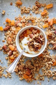 Make today this spring granola. It's healthy easy to bake and will give you big chunks of homemade deliciousness. Get the recipe for homemade ginger apricot granola at Milk and Pop. Best Breakfast Recipes, Snack Recipes, Make Your Own Granola, Friend Recipe, Healthy Snacks, Healthy Breakfasts, Healthy Eats, Healthy Recipes