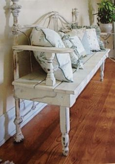 DIY Repurposed Metal Headboard Bench - Southern Revivals ** Read more at the image link. Furniture Projects, Furniture Makeover, Diy Furniture, Furniture Design, Metal Furniture, Victorian Furniture, Modular Furniture, Furniture Movers, Street Furniture
