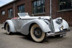 Listed as a 1926 Duesenberg Boattail Speedster . Full set of Woodlites and a single steering Pilot Ray.