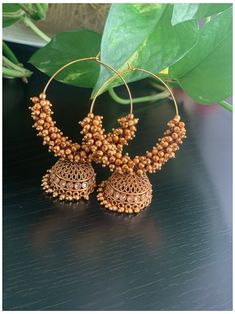 Gold Jhumka Earrings, Indian Jewelry Earrings, Jewelry Design Earrings, Gold Earrings Designs, Ear Jewelry, Beaded Jewelry, Hoop Earrings, Antique Jewellery Designs, Fancy Jewellery