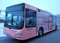 Ein rosa Blickfang auf der Straße - der Manner Schnitt-o-Mat Bus Post Bus, Pink, Advertising