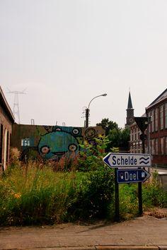 Doel ligt in het uiterste noordoosten van de provincie, op de linkeroever van de Schelde, in de polders van het Waasland, vlak bij de Nederlandse grens. Doel raakte sinds de jaren zestig bekend door uitbreidingsplannen voor de haven van Antwerpen die het dorp zouden laten verdwijnen. Het was tot 1977 een zelfstandige gemeente met een oppervlakte van 25,61 km² en telde in 1972 ca. 1300 inwoners. Op 31 december 2007 telde Doel nog 359 inwoners en op 31 december 2010 nog slechts 188 inwoners