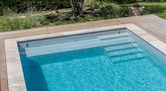 The staircase made to measure by the pool spirit Swimming Pool Landscaping, Cool Swimming Pools, Swimming Pool Designs, Pool Decks, Inground Pool Designs, Backyard Pool Designs, Pools For Small Yards, Pool Colors, Pool Accessories