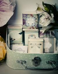 jabon A - Buscar con Google Soap Supplies, Photo Boxes, Soap Display, Luxury Soap, Cuppa Tea, Tin Containers, Tea Tins, Pretty Box, Vintage Box