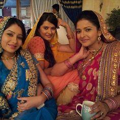 #punarvivah #aarti #vidhi #paridhi #kratikasengar #samragyinema #leenajumani #smile #love  @leena_real @kratikalove