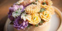 Bei filigranen Speisen ist Fingerspitzengefühl gefragt. Und Gummi Arabicum.  Ob Kandierte Blüten, Fondant, oder Marzipan. Gummi Arabicum erleichtert die Zubereitung, indem es als Stabilisator und Überzugsmittel oder als essbarer Kleber dient. Gummi Arabicum, Marzipan, Fondant, Sushi, Ethnic Recipes, Food, Fondant Icing, Hoods, Meals