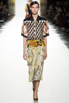 Dries Van Noten Spring 2018 Ready-to-Wear collection, runway looks, beauty, models, and reviews.