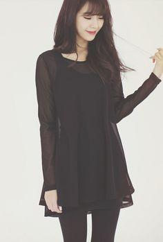 Puedo vestir este vestido para una fiesta. El vestido es negro y queda bien porque es no apretado o flojo. A mí me encanta el vestido y quiero comprarlo.