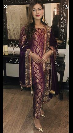 Bride at her post wedding dinner/ dawat ( wearing saher benish ) Shadi Dresses, Pakistani Dresses Casual, Pakistani Wedding Outfits, Pakistani Dress Design, Bridal Outfits, Dress Indian Style, Indian Dresses, Indian Outfits, Indian Designer Outfits