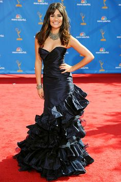 Has she ever looked better? From the perfect hair to the figure-flattering Oscar de la Renta gown, this is clearly Lea's finest fashion moment.