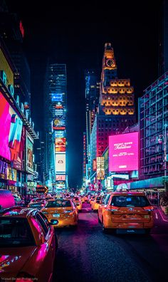 Vintage Aesthetic Discover Times Square New York USA - Photography by Manuel Becker New York Wallpaper, City Wallpaper, Sunset Wallpaper, Photo Wall Collage, Picture Wall, Picture Ideas, Photographie New York, Times Square New York, City Vibe