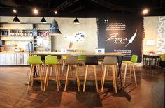 Das Zugvogel am Wiener Flügen. Bar Bistro, Bistro Design, Architecture, Table, Furniture, Projects, Home Decor, Arquitetura, Log Projects