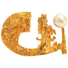 View this item and discover similar for sale at - Bjorn Weckstrom for Lapponia,A stylish, gold and pearl brooch. The 1 x textured yellow gold brooch in a freeform design with a baroque pearl accent. Stylish Jewelry, Modern Jewelry, Jewelry Art, Gold Jewelry, Vintage Jewelry, 60s Jewelry, Fine Jewelry, Contemporary Jewellery, Jewlery