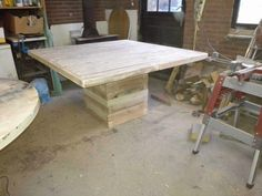 20 Square Dinner Table from Pallets Square Patio Table, Square Kitchen Tables, Square Tables, Diy Kitchen Shelves, Kitchen Table Makeover, 1001 Pallets, Recycled Pallets, Diy Table, Dinner Table