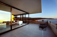 modern-australian-architecture_220215_09 Smart Design Studio - Lamble Residence overlooking Gerringong beach on south coast of New South Wales, Australia #smartdesignstudio #modernbeachhomes