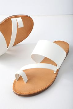 The Avena White Flat Sandals make your farmer's market trek extra cute! A wide, vegan leather band, slender band, and toe loop make up these minimalist-chic sandals. Slide-on design. Gold High Heel Sandals, Flat Sandals, Leather Sandals, Sandal Heels, Men Sandals, Minimalist Shoes, Minimalist Chic, Bohemian Sandals, Chelsea Ankle Boots