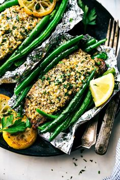 So fast and easy to make! Lemon garlic parmesan salmon and green beans in foil packets cooked over the grill or in the oven. Recipe from chelseasmessyapron.com